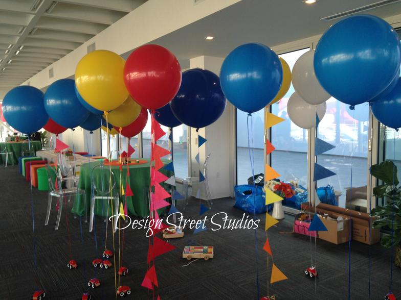 Large round balloons floor display