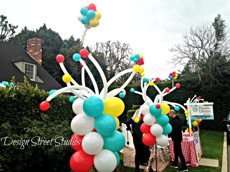 Le Boom Boom Balloon stands